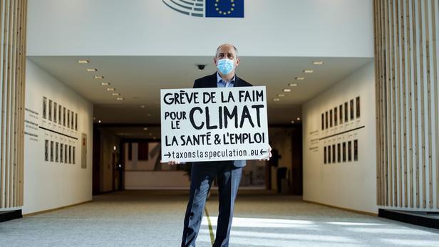 Metz Marche pour le climat mobilise pour la taxe sur la spéculation pour l'hôpital, l'emploi, le climat !